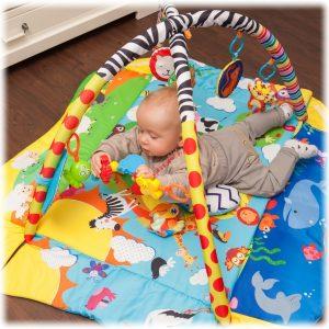 Lionelo Anika Plus  játszószőnyeg sok játékkal , babafészekké alakítható